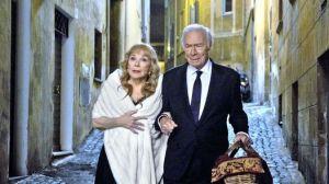 Elsa (Shirley MacLaine) and Fred (Christopher Plummer) in Rome.