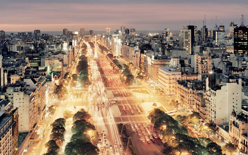 9-de-Julio-Avenue-at-night-Buenos-Aires